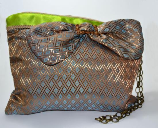 69 best images about al hombro bolsos mochilas bolsas on pinterest - Bolso con luz interior ...
