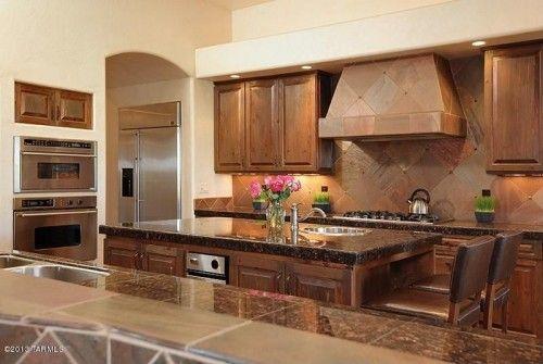 Warm beige kitchen. Source: Zillow Digs