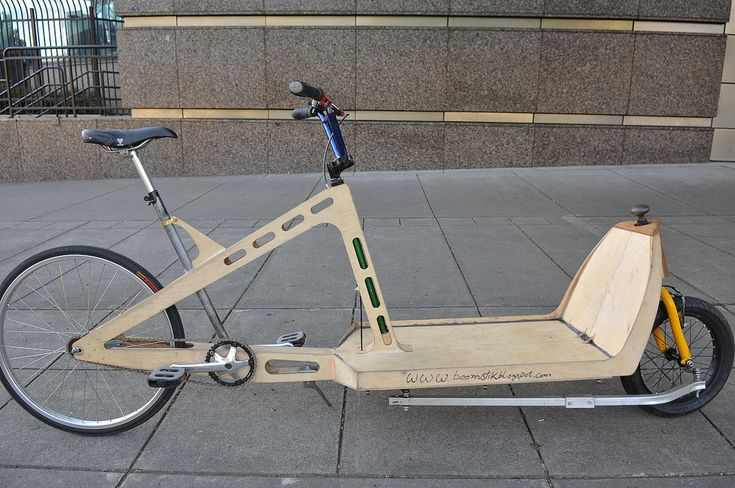 This is a hand made cargo bike built out of 1/4-inch plywood. It's the prototype of the Oregon Manifest Design Challenge entry by industrial designer Michael Downes and boat builder Jeff Sayler.
