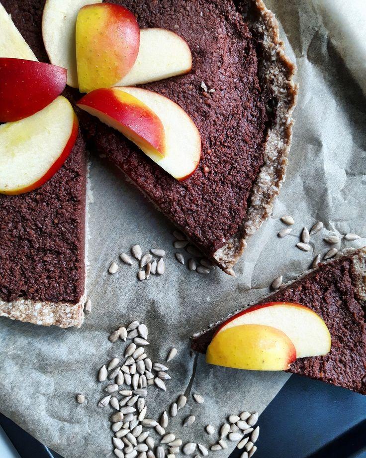 Raw cake to znakomita alternatywa zdrowego ciasta. Jego największą zaletą jest to, że nie wymaga pieczenia i składa się z samych naturalnych składników. #raw #cake #rawcake #ciasto #deser #healthy #przepis #abcZdrowie @fitnesswp