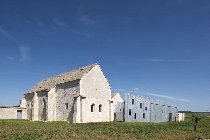 Conversão do Antigo Hospital de Meursault / JUNG Architectures