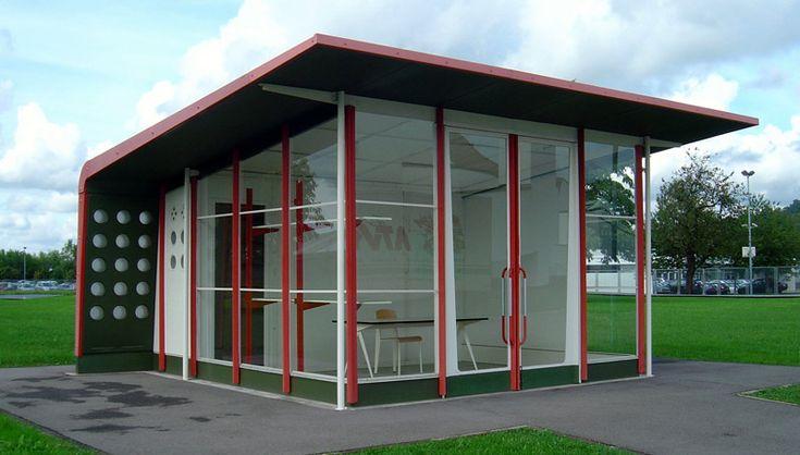 série en modulaires préfabriqués conçu par l'architecte Français Jean Prouvé à la fin des 60