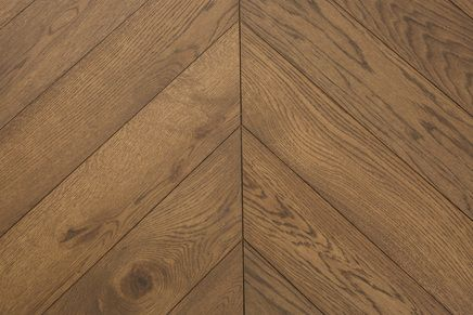 Castle Brown. Natural oak, sanded, natural hard-wax oil. Chevron engineered parquet blocks.