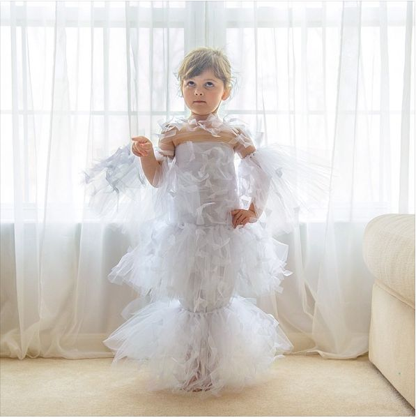 Version papier de la robe Alexander McQueen que Florence Welch portait en 2012 au Gala du Met.