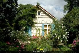 Von 1986 bis 2005 wohnt die Familie Bauersachs zur Miete im Hannah Höch-Haus. Im Jahre 2003 wurde das Anwesen vom Bezirk Reinickendorf trotz anders ...