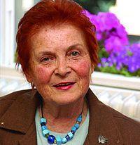Türkân Saylan.13 Aralık 1935 günü İstanbul'da doğdu.[1] Cumhuriyet döneminin ilk müteahhitlerinden Fasih Galip Bey ile (evlendikten sonra Leyla adını alan) İsviçreli Lili Mina Raiman çiftinin beş çocuğunun en büyüğüdür.  1944-1946 yıllarında Kandilli İlkokulu ve 1946–1953 yıllarında Kandilli Kız Lisesi'nde okudu. 1963'te İstanbul Tıp Fakültesini bitirdi.[1] 1964-1968 yılları arasında SSK Nişantaşı Hastanesi'nden Deri ve Zührevi Hastalıklar Uzmanlığını aldı.  1968 yılında İstanbul…
