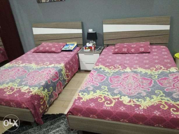 New 2 Single bed, 2 mattresses and 1 side table for SALE مدينة عيسى -  1