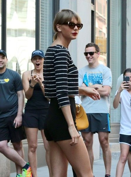 Taylor Swift Photos Photos - Singer Taylor Swift and friends Gigi Hadid and Martha Hunt leave her apartment on May 30, 2015 in New York City, New York. Taylor is heading to the airport to fly to Detroit to begin her massive summer tour. - Taylor Swift and Gigi Hadid Leave Her NYC Apartment