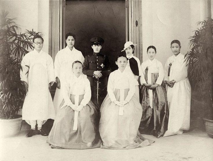 운현궁 가족사진 Seoul, 1935 Photographer Unidentified