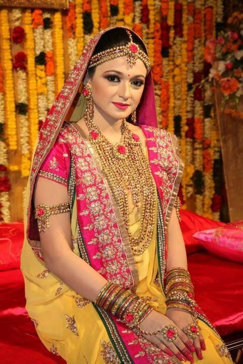 Mehndi Thaals Bengali Weddings : Best mehndi gaye holud night images on pinterest