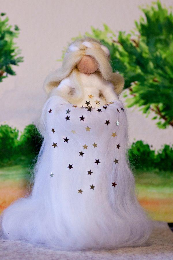 wool fairy, Sterntaler Fee aus Märchenwolle, fairy, felt, wool, craft, jahreszeitentisch, märchenwolle, waldorf, weihnachten, christmas https://www.facebook.com/Colorspell