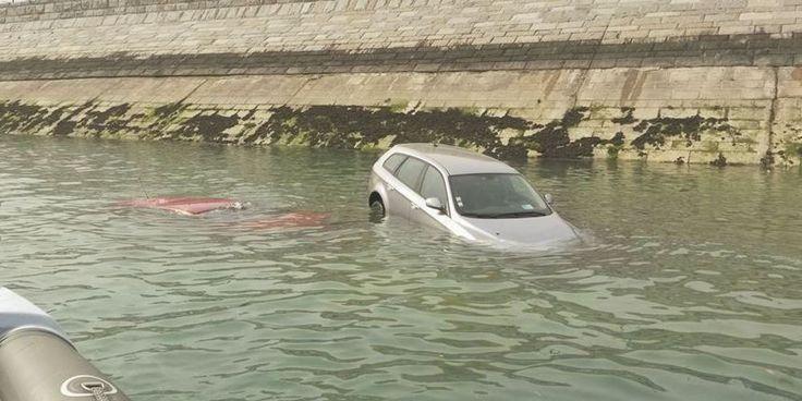 MÉTÉO - À Saint-Malo, en Ille-et-Vilaine, cette marée aura laissé des traces. Douze voitures ont été prises au piège, vendredi 6 mai, par la mon