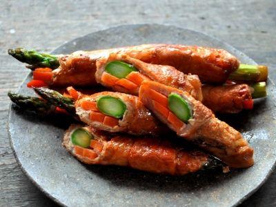 醤油だれで作る、アスパラとにんじんの肉巻き>201508 not bad basic recipe, even without carrots and with fagiolini