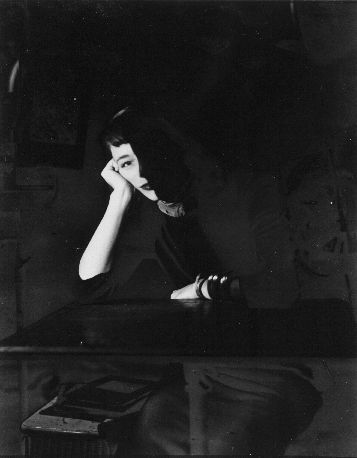 Erwin Blumenfeld - Femme accoudée,1945