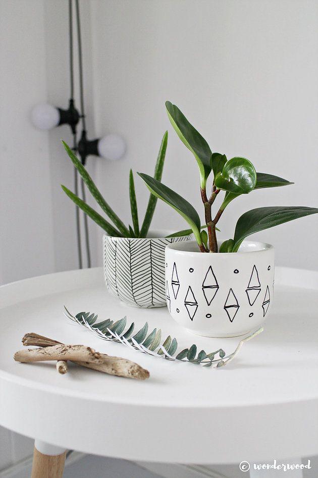 DIY Mini Bloempotten met grafische prints. Zo simpel, maar zo leuk! Voor jezelf of om cadeau te geven.
