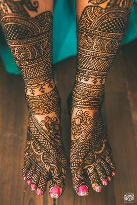 Bridal Mehendi - Beautiful Feet Mehendi with Intricate work, Leg Mehendi with Intricate Jaal Work | WedMeGood #wedmegood #mehendi #weddingmehendi #wmgmehendi