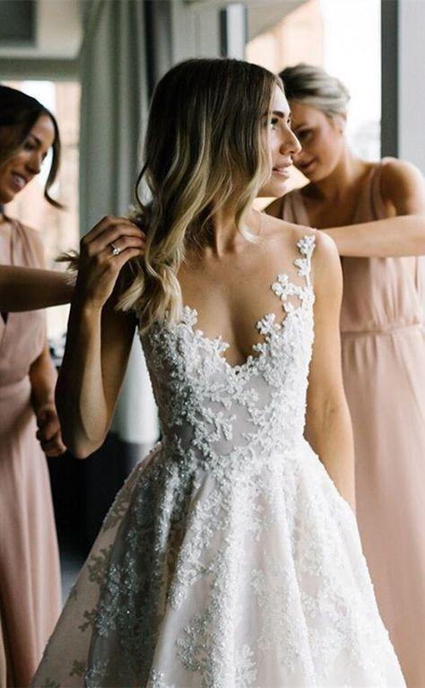 Hochzeitskleid mit Spitze und Trägern