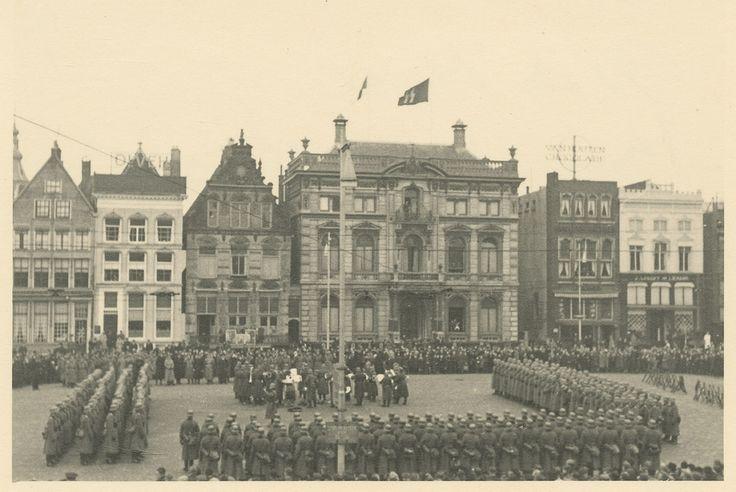 Scholtenhuis Grote markt Groningen. SD Hoofdkwartier (met SS-vlag)