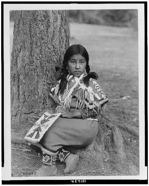 Umatilla child c1910. http://www.loc.gov/pictures/resource/cph.3c11292/