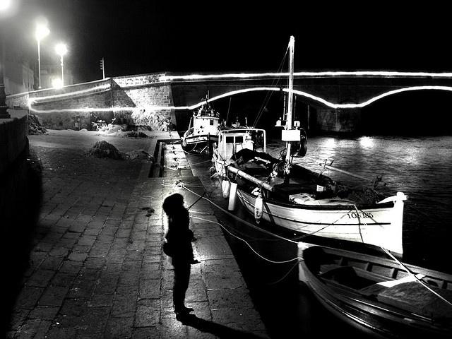 Bosa, Lungo Temo di notte, a Natale.  #InvasioniDigitali Il 25 aprile alle ore 11.00 Invasori: @Pia