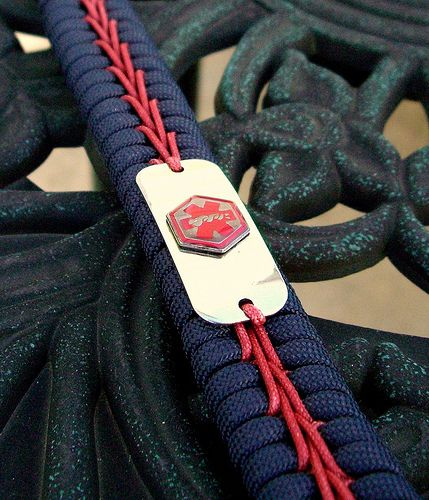 17 best images about things to do with paracord on for Cool things to do with paracord