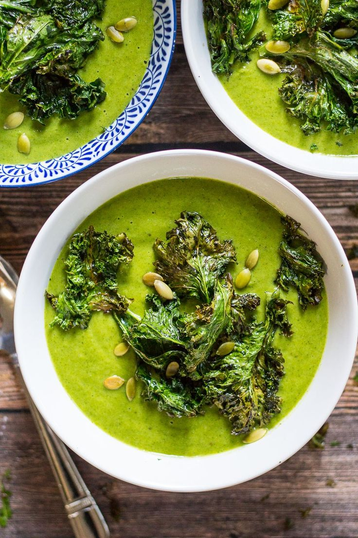 Green Goddess Vegan Broccoli Soup made in the VItamix topped with Kale Chips via @thegirlonbloor