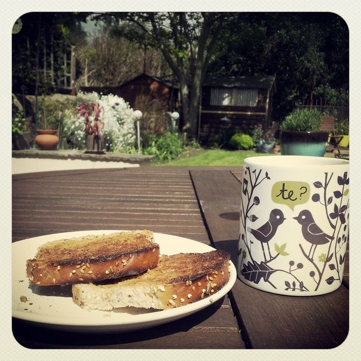 Tea (Te) and toast whilst taking a break from Gardening! Get your own mug at http://www.ilovewales.com/welsh-gift-shop.html#!/~/product/category=4446154=19672026 for £10