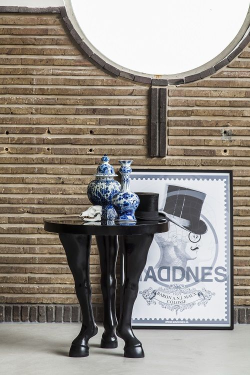 Horse leg table by Maddnes house of design. www.maddnesonlineshop.nl