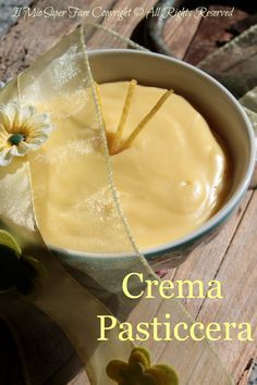 Crema pasticcera al limone ricetta facile, veloce e genuina SENZA amido di mais o fecola. Ideale per farcire torte, bigne o da gustare come goloso dessert