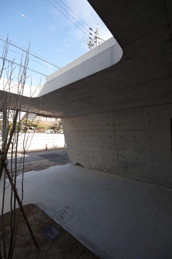 exposed concrete facade // Jyoushin House designed by Noriyoshi Morimura Architect & Associates