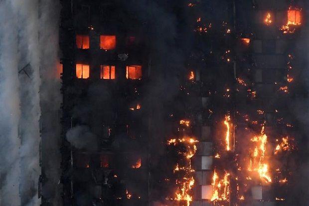 Korban: Terima Kasih Ramadhan Kami Pasti Mati Jika Tak Diselamatkan Orang Muslim  Republik.in Kebakaran horor yang melanda apartemen Grenfell Tower di London Inggris menyisakan cerita para warga Muslim penghuni apartemen yang berjasa menyelamatkan banyak tetangga non-Muslim. Aksi penyelamatan terjadi karena para warga Muslim sedang terjaga untuk persiapan santap sahur Ramadan. Sebanyak 12 orang meninggal dan lebih dari 60 orang lainnya dibawa ke rumah sakit akibat kebakaran hebat di…