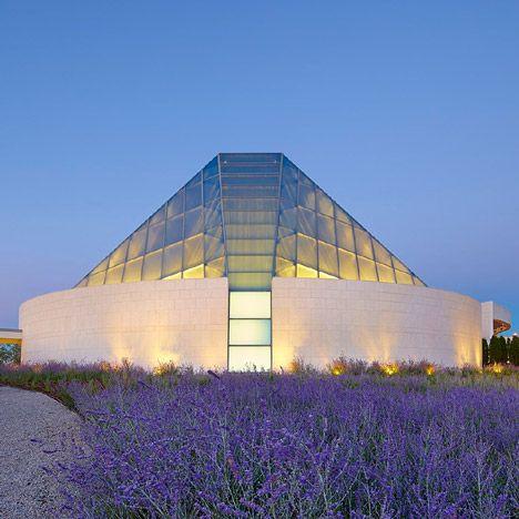 Charles Correa's crystalline Islamic centre joins the Aga Khan Museum in a Toronto park