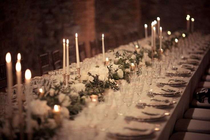 #weddingintuscany #tabledecor by @violamalva  greenery #tablerunner whit flowers and gold @origtuscanwed