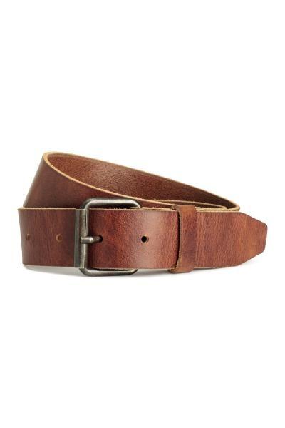 PREMIUM QUALITY. Cintura in pelle con fibbia in metallo anticato. Altezza circa 3,5 cm.