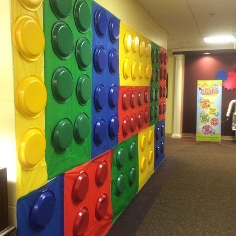 Fun lego wall made with bulletin board paper and colored plastic plates. This would be fabulous done a hallway or as an accent wall in a classroom or library.