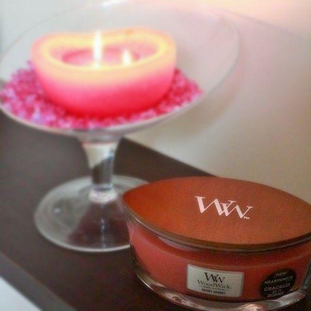 sweets_jewelsAmbiance #girly avec la bougie #woodwick berry sorbet au doux parfum de fruits d ete.... #rose #pink #bougie #candle #fille