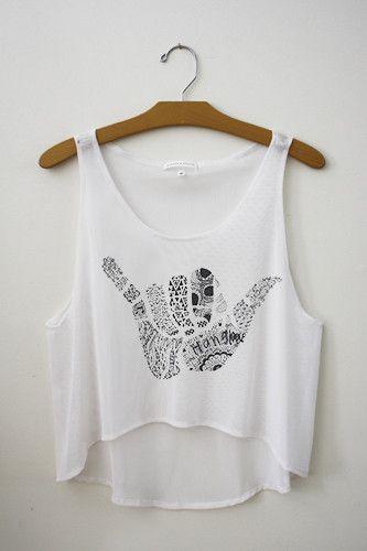 Me gusta esta camiseta más que la otra tapa del tanque. la tapa del tanque es blanca con un diseño
