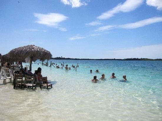 Jericoacoara -  Brasil -    http://media-cdn.tripadvisor.com/media/photo-s/01/f1/18/75/lagoa-do-paraiso.jpg