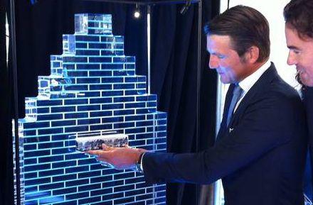 Eerste keramische steen KLM Lounge Schiphol