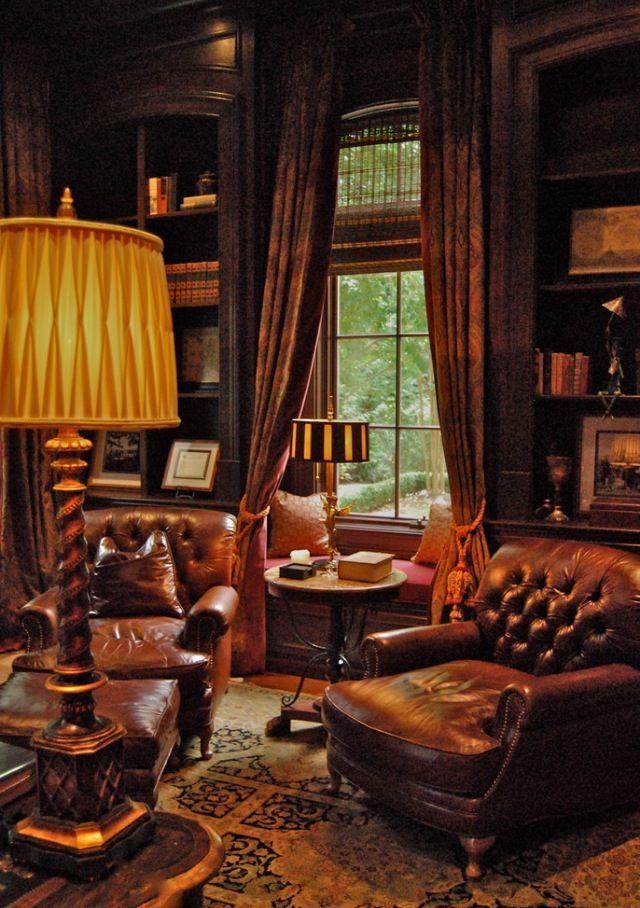Amor, a sala que eu sempre digo é nesse estilo, nesse clima, sabe? Luz baixa aconchegante, com biblioteca, uma adega pequena, uma charuteira, e tudo muito aconchegante, sabe? Com vinil pra gente sentar e conversar e tomar um vinho, fumar um charuto, ou até mesmo estudar, ler um livro. Eu topo encaixar uma salinha dessas na nossa casa eim ! : )))
