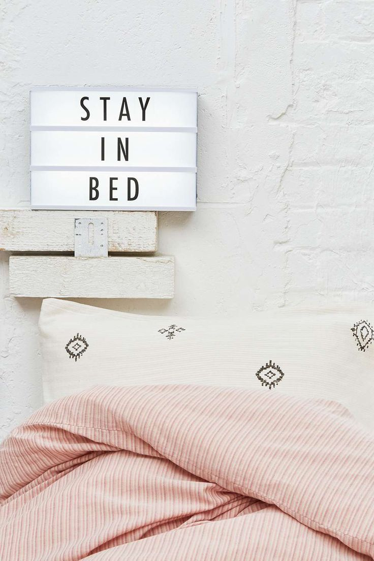 "Panneau lumineux ""reste au lit"". D'accord.  - Stay in bed"