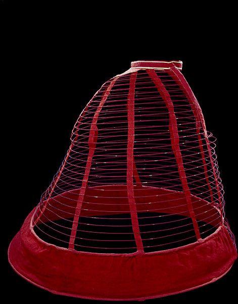1860-1865 cage crinoline, V&A