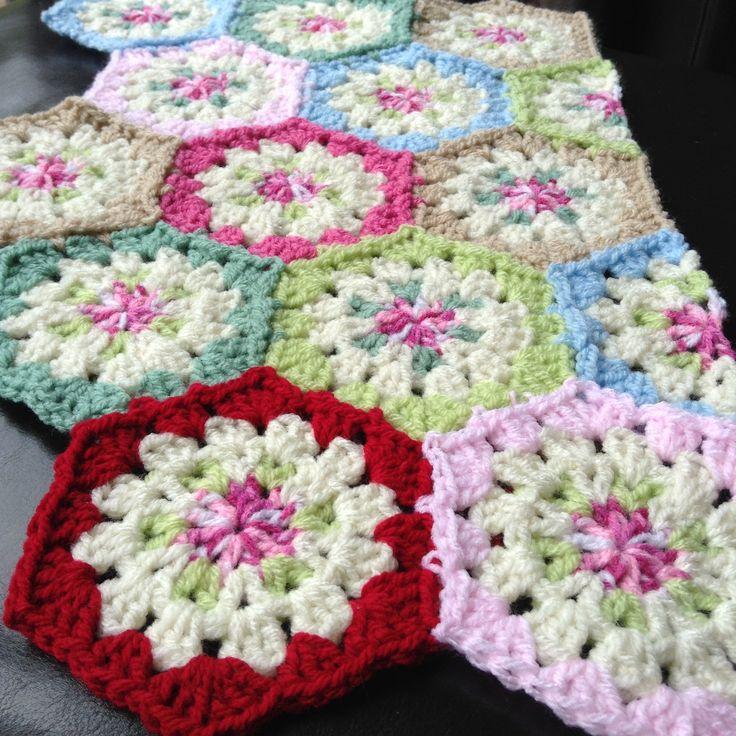 Vintage Rose hexagons crochet.