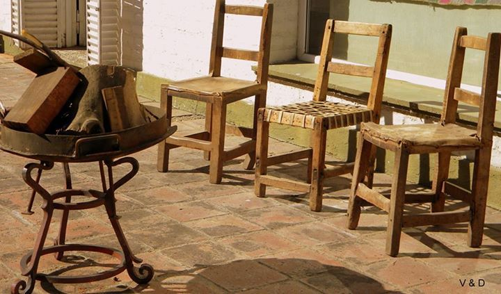 Rincones Rústicos! #rustic #countrystyle #sillasmateras #fire #outdoorspaces #exterios #wood #woodchair #house #homedecor