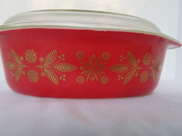 Vintage  2 1/2 QT Pyrex Casserole Dish Christmas Red Gold Poinsettia with Lid  #Pyrex