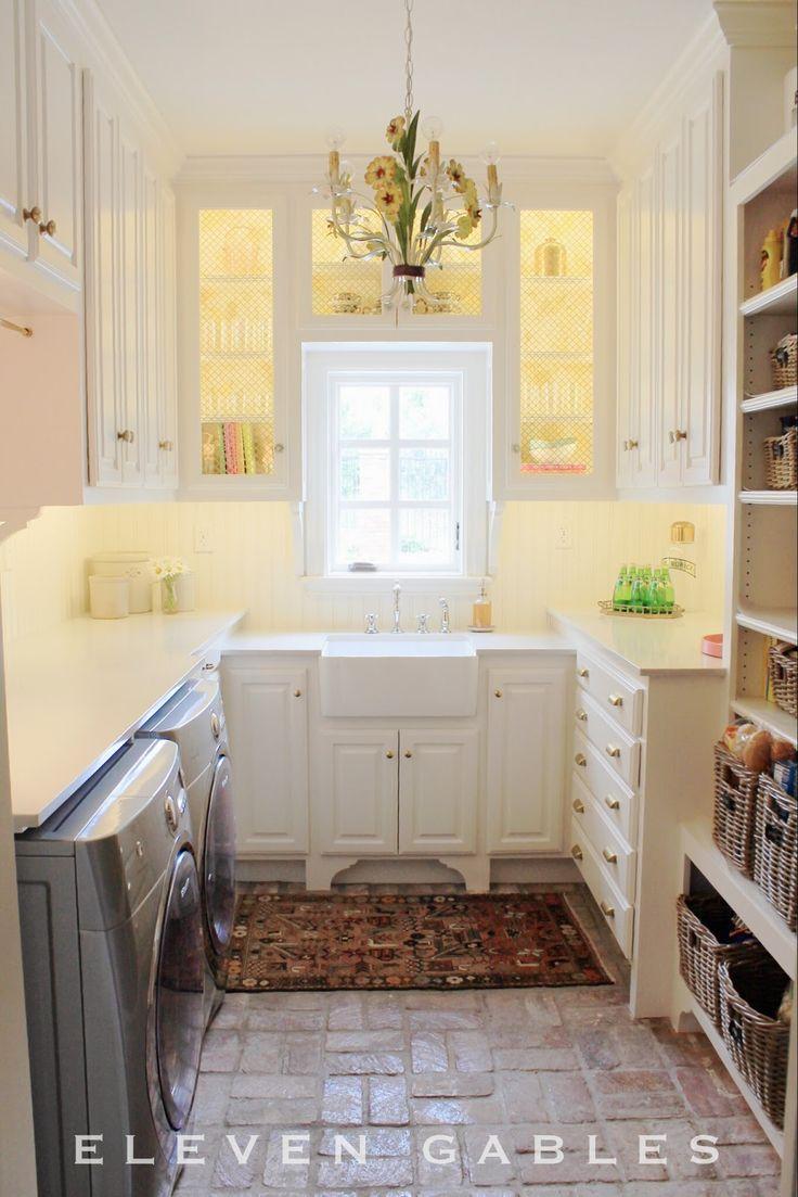 11 DIY Room Makeovers. Me gusta el mueble de la cocinaque está a la izquierda