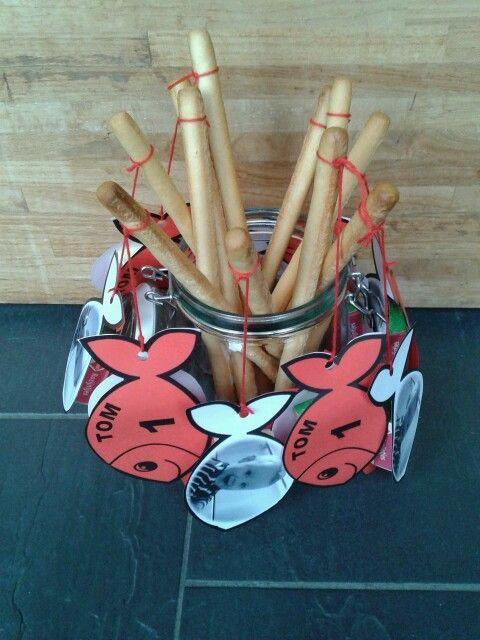 Traktatie 1 jaar - vishengel - krentjes + soepstengel