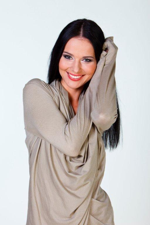 """Paulina Sykut, prezenterka programu """"Must be the music"""" w Telewizji Polsat, polubiła maskę z nanozłotem Colway. W jej napiętym grafiku nie zawsze jest czas na regularne zabiegi w gabinecie kosmetycznym, toteż wygodna w użyciu maska bardzo się Paulinie przydała i co najważniejsze skutecznie nawilżyła jej skórę.  http://instytutmlodosci.com.pl/uroda-idzie-w-parze-ze-zdrowiem/"""