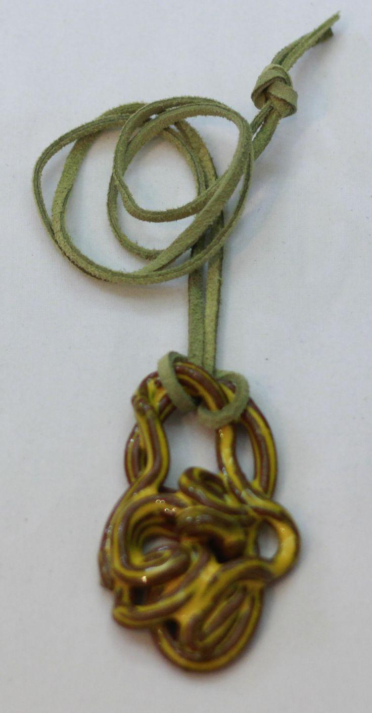 Özel tasarım seramik kolye. Satın almak ve diğer ürünleri görmek için www.azimeozgen.com adresini ziyaret edebilirsiniz.
