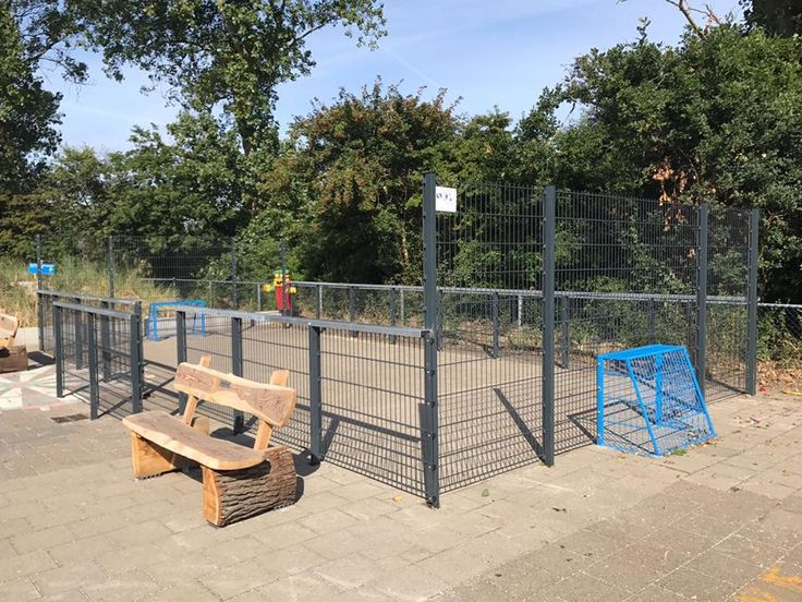 Pannaveld Premium 5 x 10 meter op Callantsoog. Dit pnnaveld is voorzien van een dubbele rij staanders, waardoor deze extreem geluids-arm is en praktisch onverwoestbaar.
